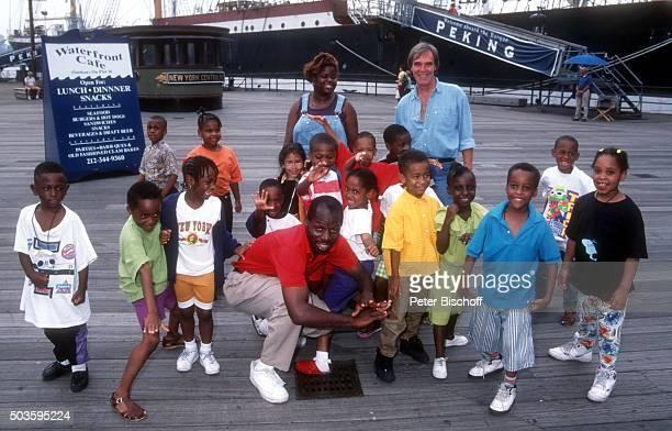 'Horst Jüssen und einheimische Kinder FamilienUrlaub am am ''Pier 17'' in Manhattan New York USA '