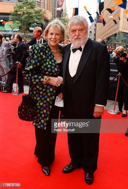 Horst Wendlandt Ehefrau Ilse 'Glöcknervon Notre Dame' PremierenVorstellungBerlin Deutschland Europa Theater am Potsdamplatz