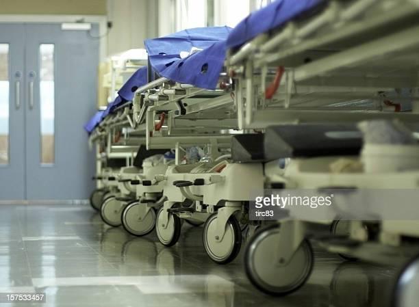 Krankenhaus Korridor mit gurneys