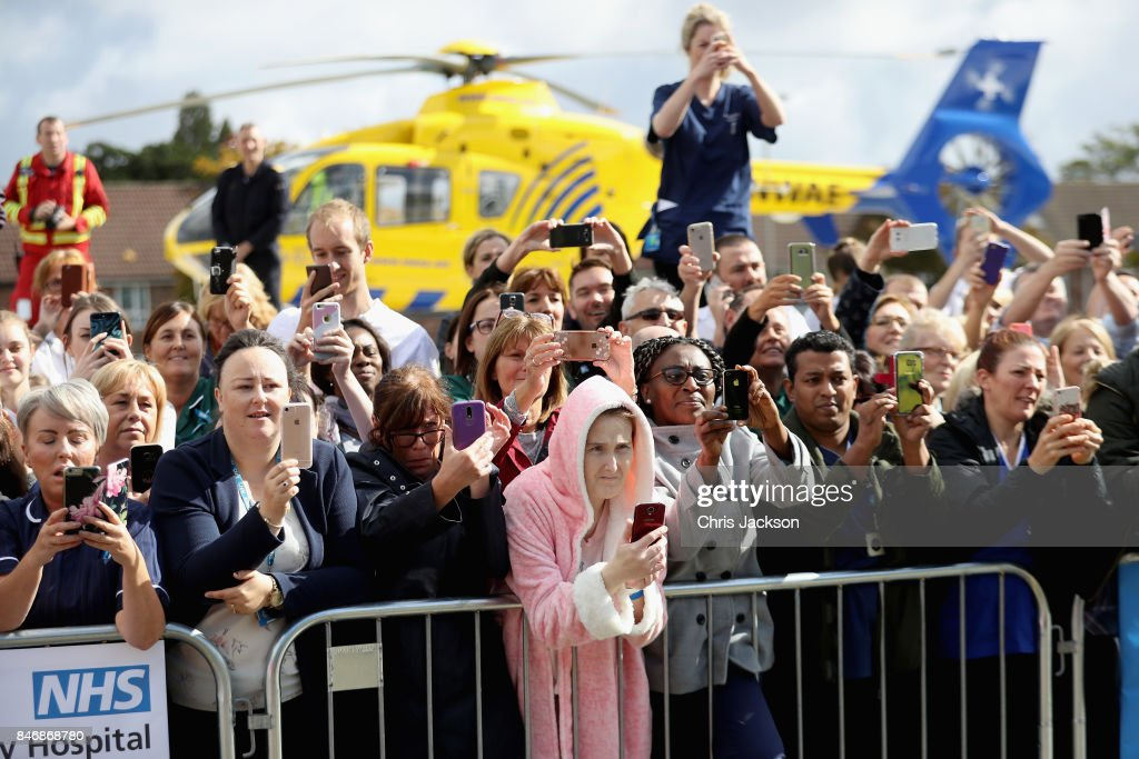 Hospital staff and patients gather to meet Prince William, Duke of Cambridge during a visit to Aintree University Hospital on September 14, 2017 in Liverpool, England. The Duke visited Aintree University Hospital to formally open the new Urgent Care and Trauma Centre (UCAT). This new unit, serving a catchment area of 2.3m residents in the North West, opened in January 2017 following a £35m redevelopment.