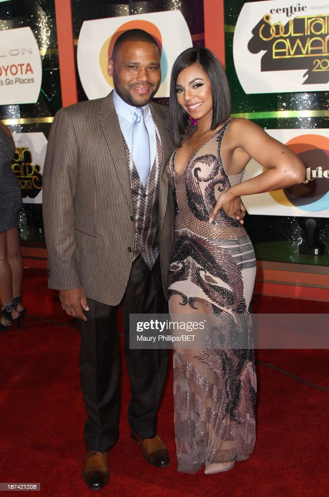 Host <a gi-track='captionPersonalityLinkClicked' href=/galleries/search?phrase=Anthony+Anderson&family=editorial&specificpeople=202577 ng-click='$event.stopPropagation()'>Anthony Anderson</a> (L) and singer <a gi-track='captionPersonalityLinkClicked' href=/galleries/search?phrase=Ashanti&family=editorial&specificpeople=146300 ng-click='$event.stopPropagation()'>Ashanti</a> attend the Soul Train Awards 2013 at the Orleans Arena on November 8, 2013 in Las Vegas, Nevada.