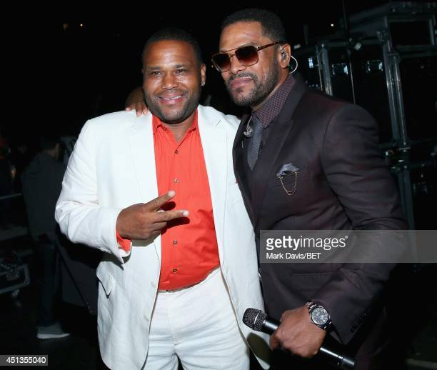 Host Anthony Anderson and singer Maxwell backstage at the Maxwell Jill Scott Marsha Ambrosius and Candice Glover concert during the 2014 BET...