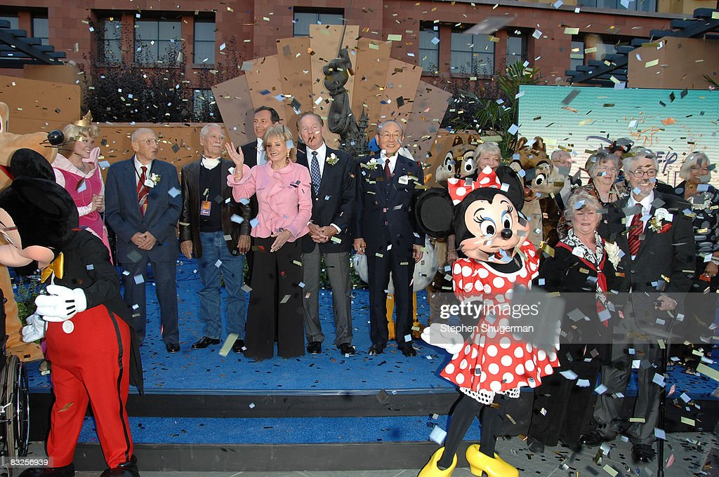 TV Host Barbara Walters (L) and TV commentator Frank Gifford (C) and other Disney Legend Honorees attend the 2008 Disney Legends Ceremony at the Walt Disney Studios on October 13, 2008 in Burbank, California.