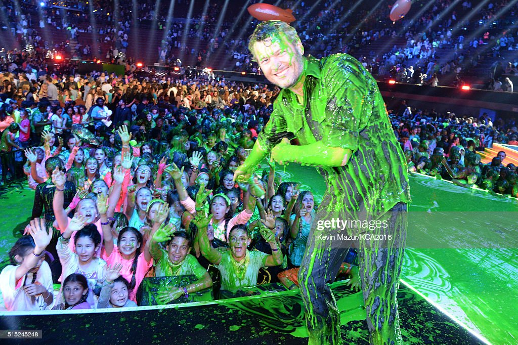 Host Blake Shelton reacts after getting slimed onstage during Nickelodeon's 2016 Kids' Choice Awards at The Forum on March 12 2016 in Inglewood...