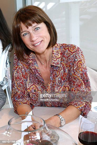 TV host Carole Gaessler poses at France Television french chanels studio whyle the Roland Garros French Tennis Open 2014 Day 12 on June 5 2014 in...