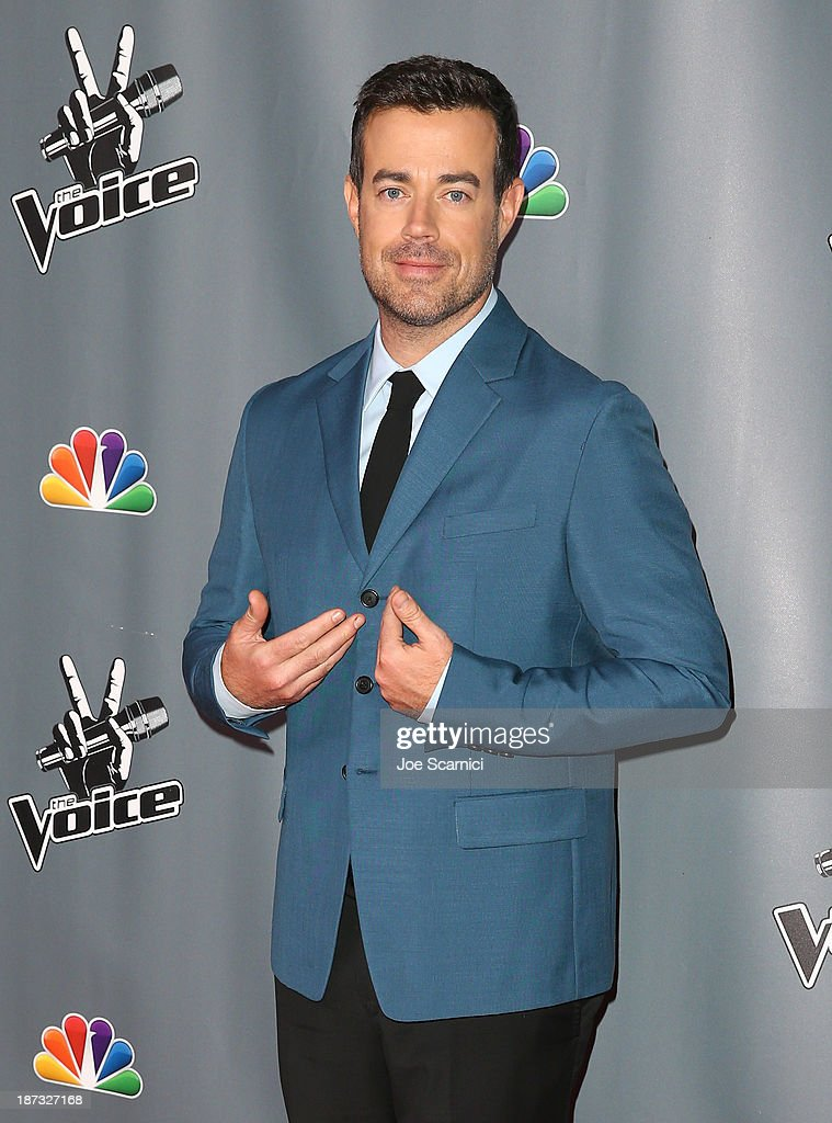 Host <a gi-track='captionPersonalityLinkClicked' href=/galleries/search?phrase=Carson+Daly&family=editorial&specificpeople=202941 ng-click='$event.stopPropagation()'>Carson Daly</a> arrives at the 'The Voice' Season 5 Top 12 Event at Universal Studios Hollywood on November 7, 2013 in Universal City, California.