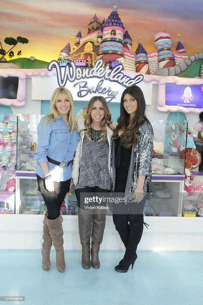 Lisa And Brittney Gastineau Visit Wonderland Bakery At The Grove