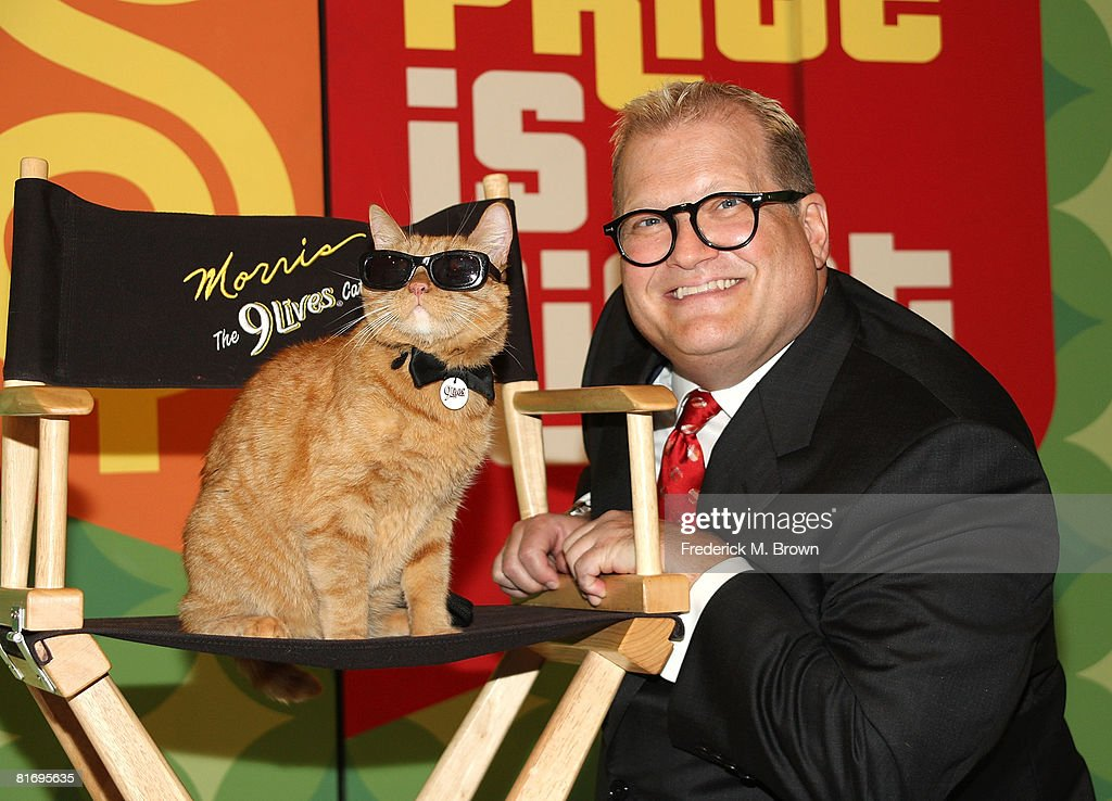 Host <a gi-track='captionPersonalityLinkClicked' href=/galleries/search?phrase=Drew+Carey&family=editorial&specificpeople=213727 ng-click='$event.stopPropagation()'>Drew Carey</a> (R) poses with Morris the Cat on the set of 'The Price is Right' to kick off a video contest that will give cat lovers an opportunity to get their felines on national television at CBS Television City on June 24, 2008 in Los Angeles, California.