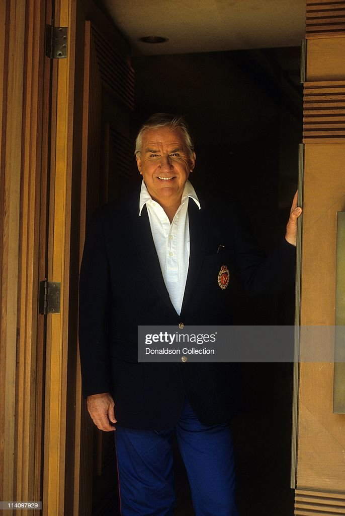 Host <a gi-track='captionPersonalityLinkClicked' href=/galleries/search?phrase=Ed+McMahon&family=editorial&specificpeople=216392 ng-click='$event.stopPropagation()'>Ed McMahon</a> poses for a portrait in c.1986 in Los Angeles, California.