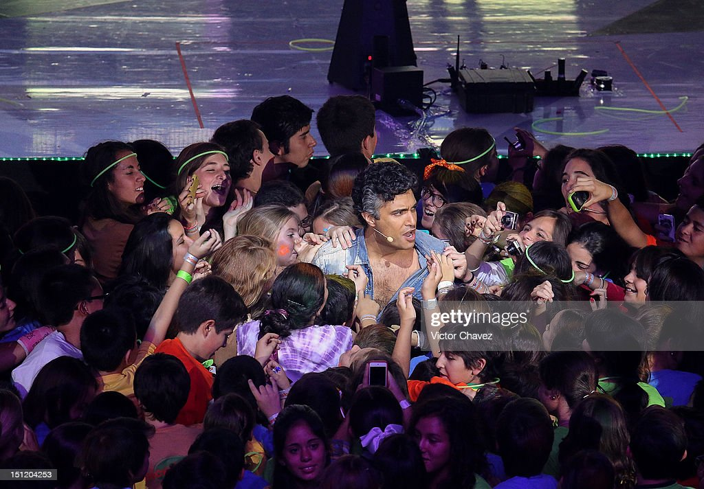 Host <a gi-track='captionPersonalityLinkClicked' href=/galleries/search?phrase=Jaime+Camil&family=editorial&specificpeople=580441 ng-click='$event.stopPropagation()'>Jaime Camil</a> inside the audience speaks at the Kids Choice Awards Mexico 2012 at Pepsi Center WTC on September 1, 2012 in Mexico City, Mexico.