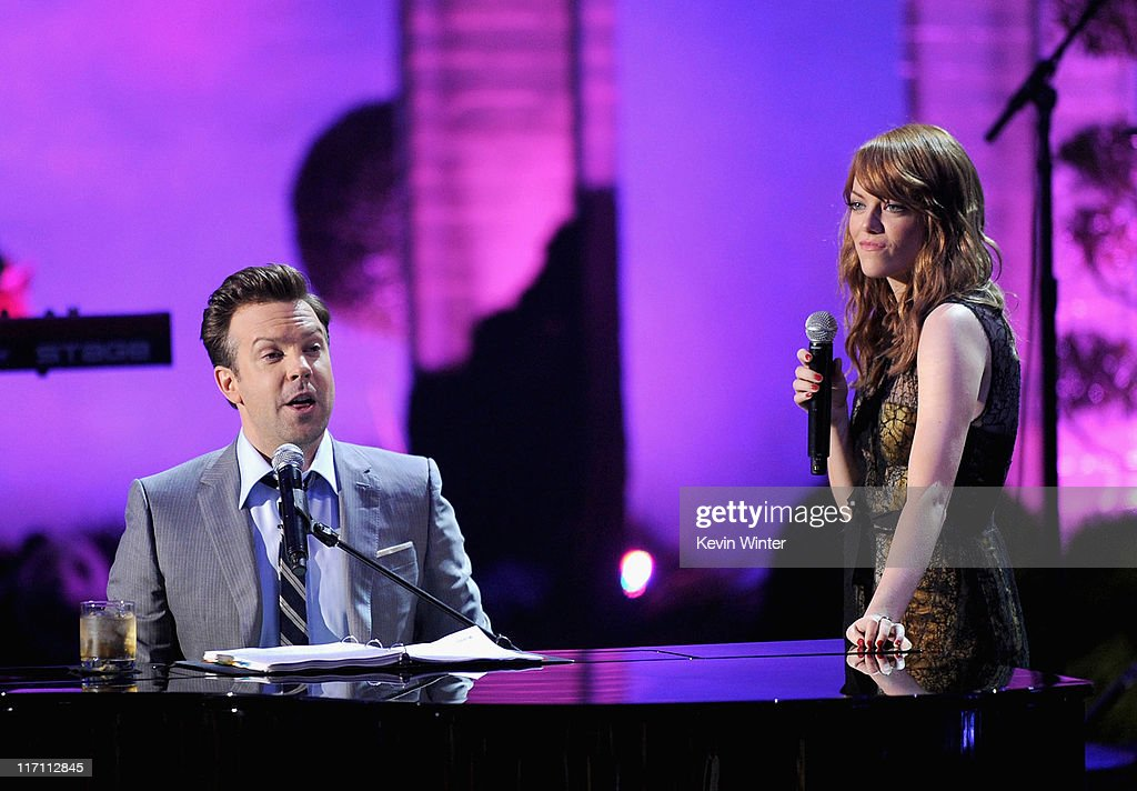 Host <a gi-track='captionPersonalityLinkClicked' href=/galleries/search?phrase=Jason+Sudeikis&family=editorial&specificpeople=4232997 ng-click='$event.stopPropagation()'>Jason Sudeikis</a> (L) and actress <a gi-track='captionPersonalityLinkClicked' href=/galleries/search?phrase=Emma+Stone&family=editorial&specificpeople=672023 ng-click='$event.stopPropagation()'>Emma Stone</a> perform onstage during the 2011 MTV Movie Awards at Universal Studios' Gibson Amphitheatre on June 5, 2011 in Universal City, California.