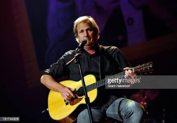 Host Jeff Daniels performs at the Let Us In Nashville A Tribute to Linda McCartney benefit concert at the Ryman Auditorium on November 7 2011 in...