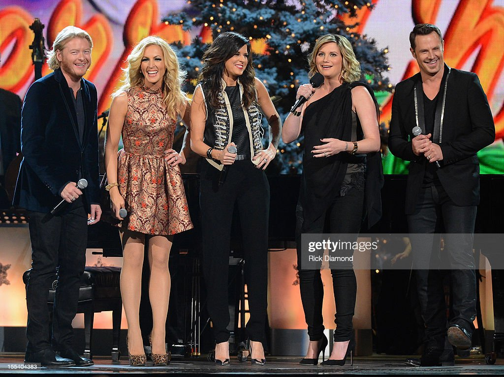 Host Jennifer Nettles (center) speaks with Phillip Sweet, Kimberly Schlapman, Karen Fairchild and Jimi Westbrook of Little Big Town during the 2012 Country Christmas concert on November 3, 2012 at the Bridgestone Arena in Nashville, Tennessee. The special airs Thursday, December 20 from 9:00-11:00 p.m., ET on the ABC Television Network.