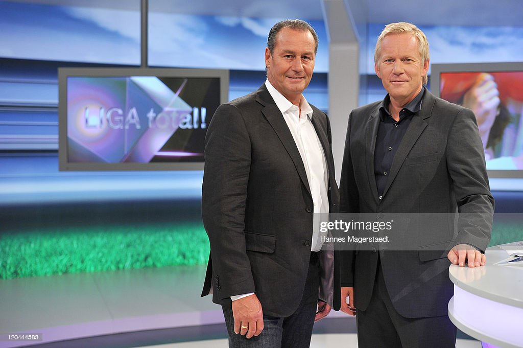 TV host <a gi-track='captionPersonalityLinkClicked' href=/galleries/search?phrase=Johannes+B.+Kerner&family=editorial&specificpeople=546519 ng-click='$event.stopPropagation()'>Johannes B. Kerner</a> (R) and Dutch football manager <a gi-track='captionPersonalityLinkClicked' href=/galleries/search?phrase=Huub+Stevens&family=editorial&specificpeople=2380209 ng-click='$event.stopPropagation()'>Huub Stevens</a> pose during the LIGA total! TV show on August 6, 2011 in Ismaning near Munich, Germany.