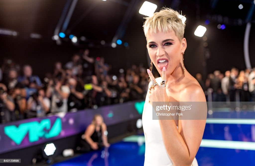 Host Katy Perry attends the 2017 MTV Video Music Awards at The Forum on August 27, 2017 in Inglewood, California.