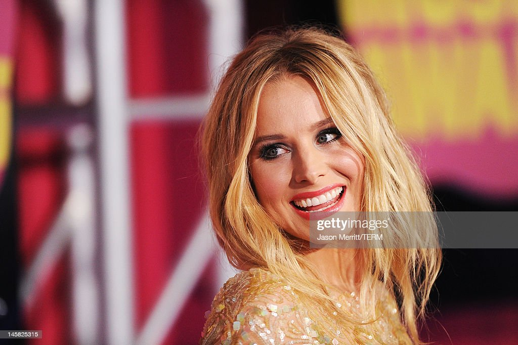 Host <a gi-track='captionPersonalityLinkClicked' href=/galleries/search?phrase=Kristen+Bell&family=editorial&specificpeople=194764 ng-click='$event.stopPropagation()'>Kristen Bell</a> arrives at the 2012 CMT Music awards at the Bridgestone Arena on June 6, 2012 in Nashville, Tennessee.