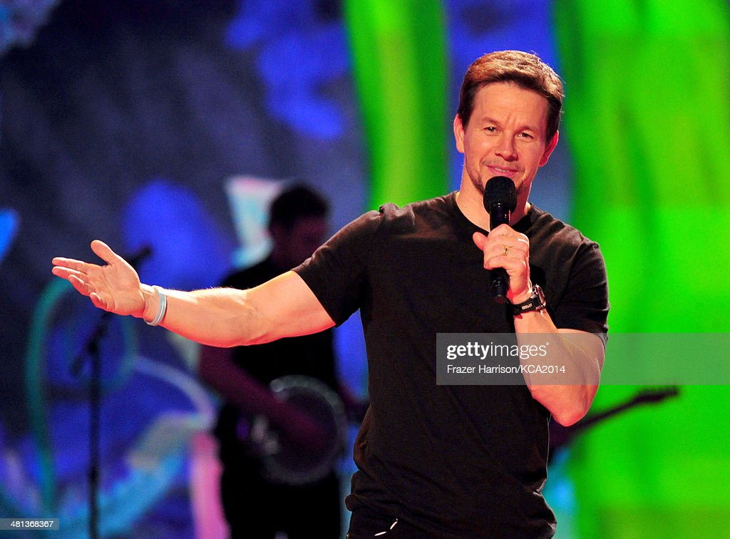 Host <a gi-track='captionPersonalityLinkClicked' href=/galleries/search?phrase=Mark+Wahlberg&family=editorial&specificpeople=202265 ng-click='$event.stopPropagation()'>Mark Wahlberg</a> onstage during Nickelodeon's 27th Annual Kids' Choice Awards held at USC Galen Center on March 29, 2014 in Los Angeles, California.
