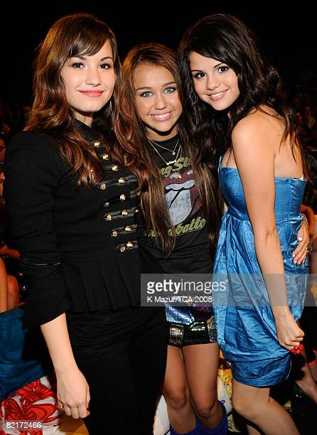 LOS ANGELES CA AUGUST 03 Host Miley Cyrus with Demi Lovato and Selena Gomez during the 2008 Teen Choice Awards at Gibson Amphitheater on August 3...