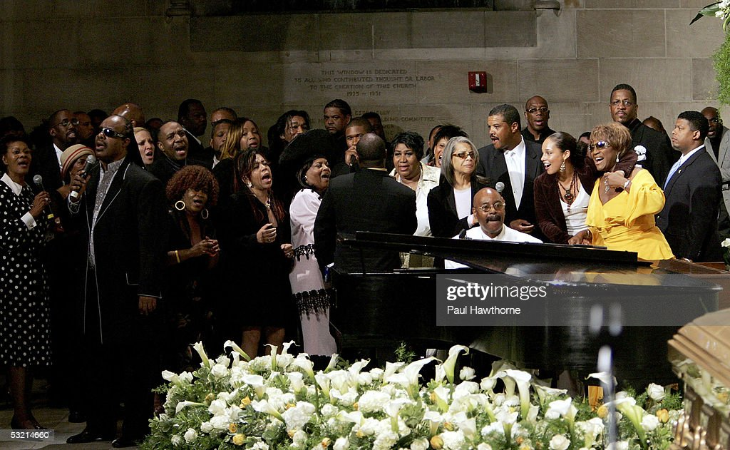 A host of celebrities ranging from Dionne Warwick, Stevie Wonder, Usher, <a gi-track='captionPersonalityLinkClicked' href=/galleries/search?phrase=Aretha+Franklin&family=editorial&specificpeople=210665 ng-click='$event.stopPropagation()'>Aretha Franklin</a>, Patti Austin, <a gi-track='captionPersonalityLinkClicked' href=/galleries/search?phrase=Alicia+Keys&family=editorial&specificpeople=169877 ng-click='$event.stopPropagation()'>Alicia Keys</a> and Patti Labelle among many others perform as they pay tribute to Luther Vandross during his funeral at Riverside Church July 8, 2005 in New York City.