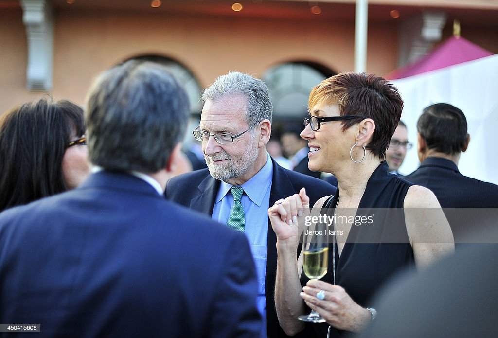 Host Peter Greenberg (C) and Lisa Blake (R) attend a gala to celebrate Etihad Airways' world-class, non-stop service between Los Angeles and Abu Dhabi at the iconic Beverly House on June 10, 2014 in Beverly Hills, California.