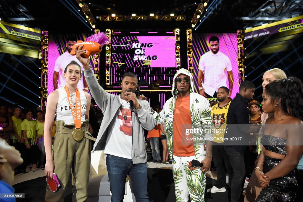 Host Russell Wilson (2nd from L) accepts the King of Swag award from (from L) WNBA player Breanna Stewart, TV personality Nick Cannon, MLB player Prince Fielder, NHL player P. K. Subban, World Cup skiier Lindsey Vonn, and Olympic gymnast Gabby Douglas during Nickelodeon Kids' Choice Sports Awards 2017 at Pauley Pavilion on July 13, 2017 in Los Angeles, California.