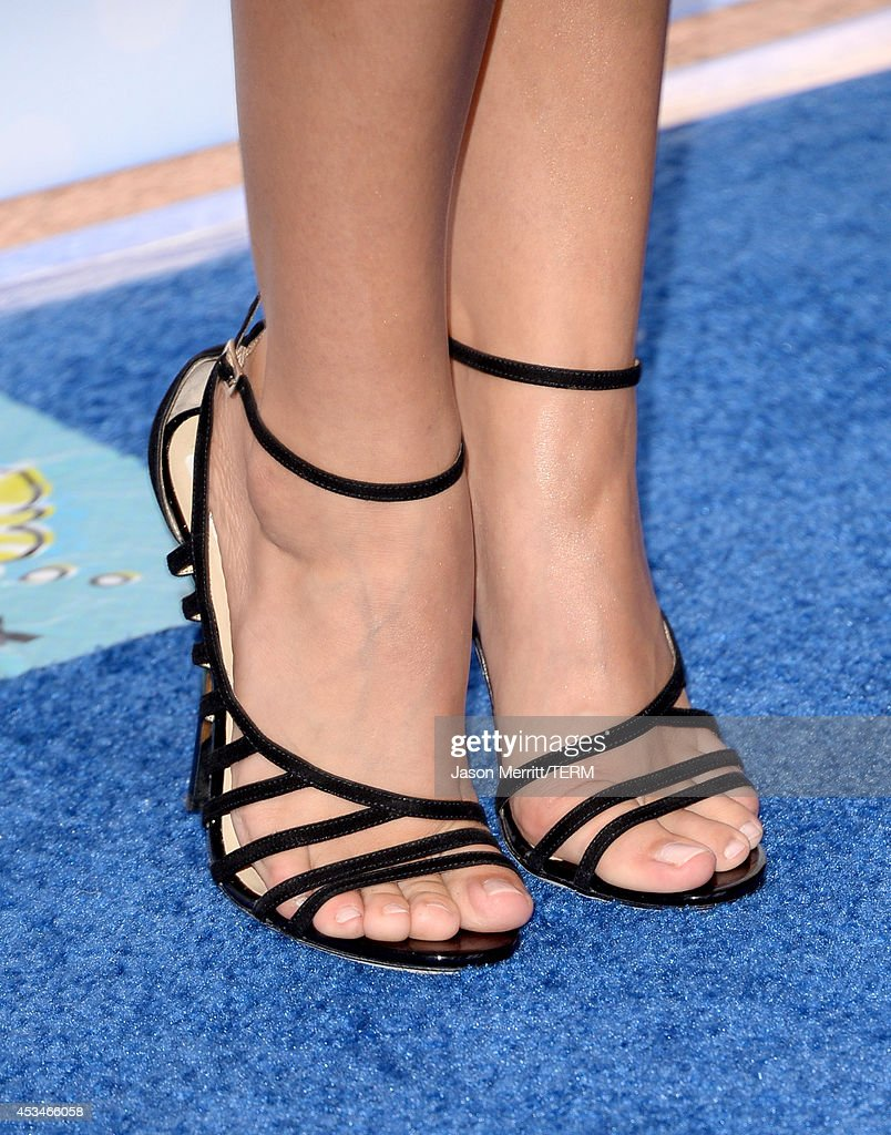 Host Sarah Hyland (fashion detail) attends FOX's 2014 Teen Choice Awards at The Shrine Auditorium on August 10, 2014 in Los Angeles, California.