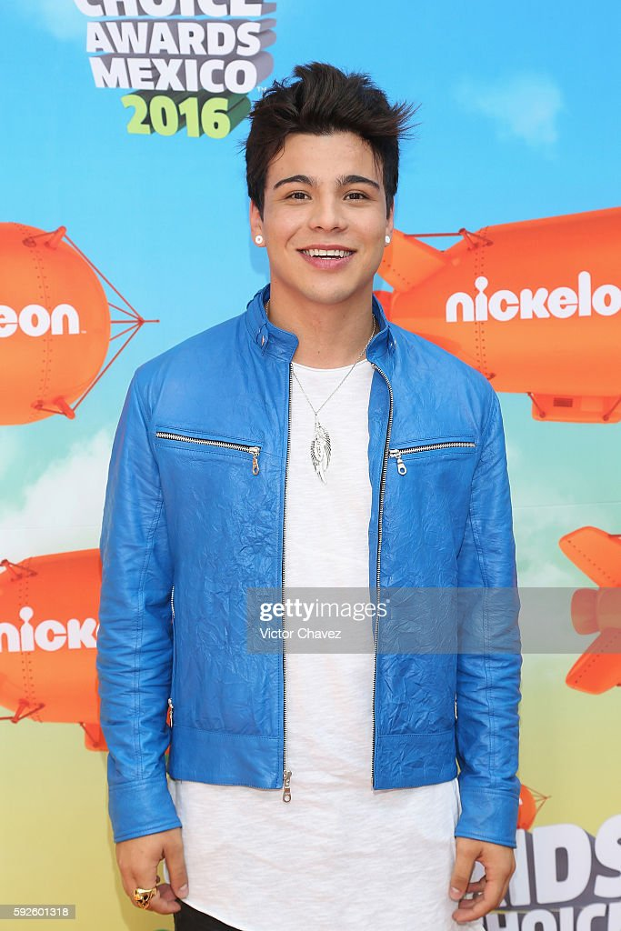 Host Sebastian Villalobos arrives at the Nickelodeon Kids' Choice Awards Mexico 2016 at Auditorio Nacional on August 20 2016 in Mexico City Mexico