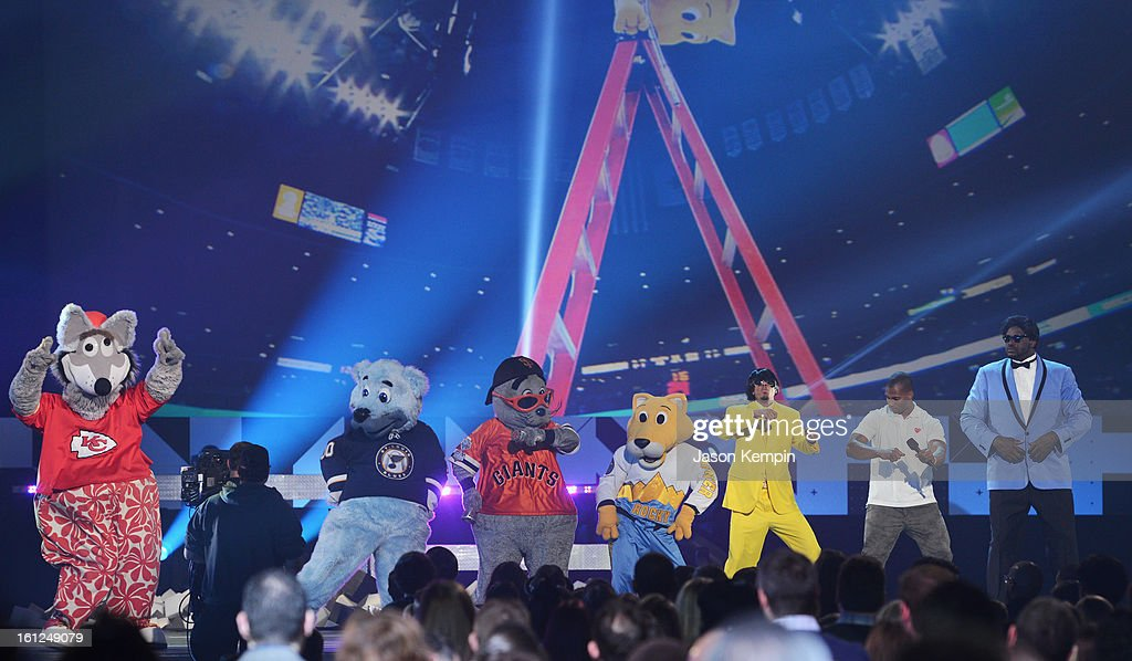 Host Shaquille O'Neal (R) and mascotts onstage at the Third Annual Hall of Game Awards hosted by Cartoon Network at Barker Hangar on February 9, 2013 in Santa Monica, California. 23270_003_JK_0772.JPG