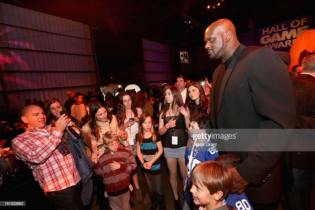 Host <a gi-track='captionPersonalityLinkClicked' href=/galleries/search?phrase=Shaquille+O%27Neal&family=editorial&specificpeople=201463 ng-click='$event.stopPropagation()'>Shaquille O'Neal</a> (R) attends the Third Annual Hall of Game Awards hosted by Cartoon Network at Barker Hangar on February 9, 2013 in Santa Monica, California. 23270_005_JG_0058.JPG