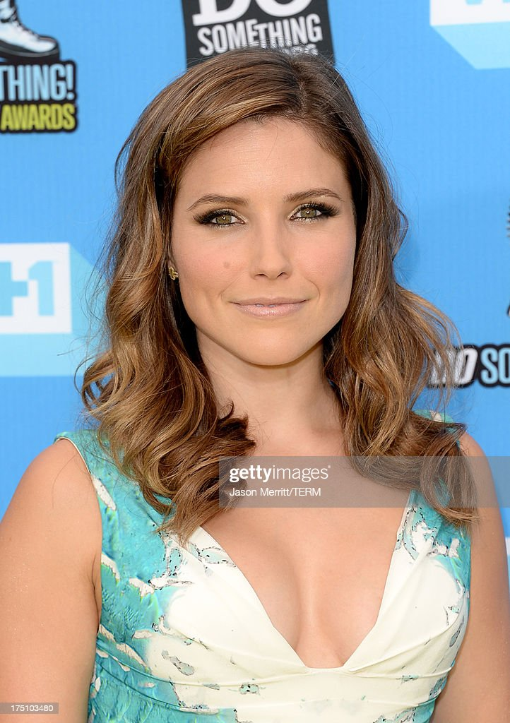 Host Sophia Bush arrives at the DoSomething.org and VH1's 2013 Do Something Awards at Avalon on July 31, 2013 in Hollywood, California.