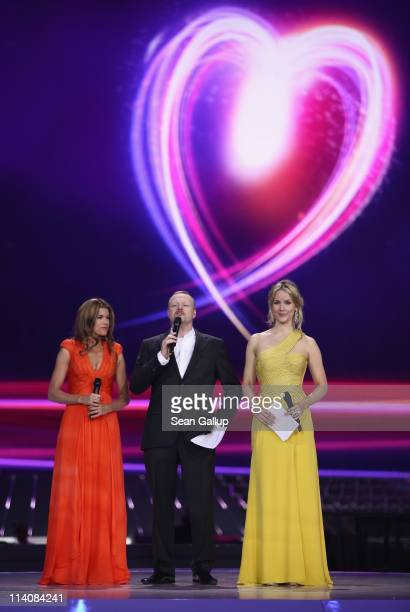 Hosts Anke Engelke Stefan Raab and Judith Rakers lead a dress rehearsal the day before the second semifinals of the Eurovision Song Contest 2011 on...
