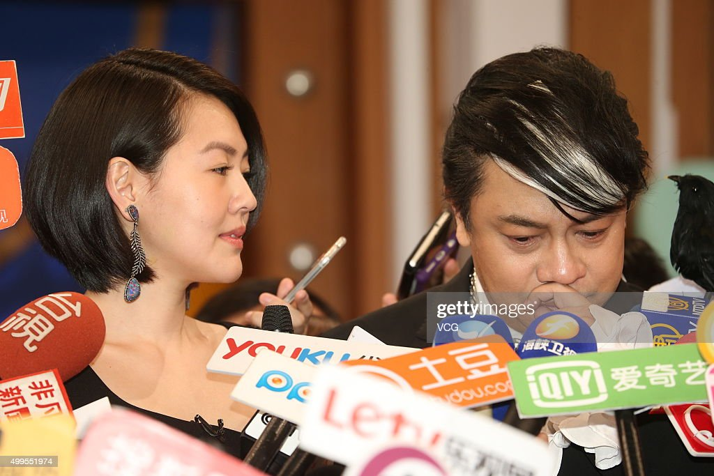 Hosts <a gi-track='captionPersonalityLinkClicked' href=/galleries/search?phrase=Dee+Hsu&family=editorial&specificpeople=4238913 ng-click='$event.stopPropagation()'>Dee Hsu</a> (L) and Kevin Tsai talk to the media during the last taping of 'Kangxi Talk Show' at Chung T'ien Television on December 2, 2015 in Taipei, Taiwan.