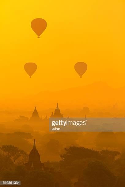Caliente aire globos en Bagan, Myanmar