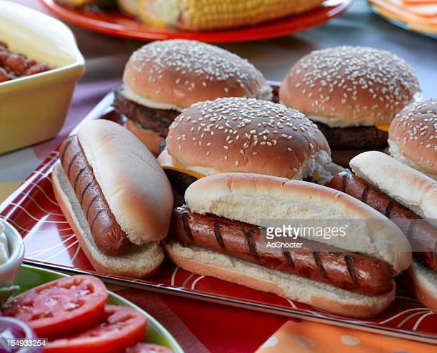 Hot Dogs und Hamburger