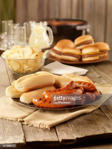 BBQ Hot Dogs auf ein Picknick