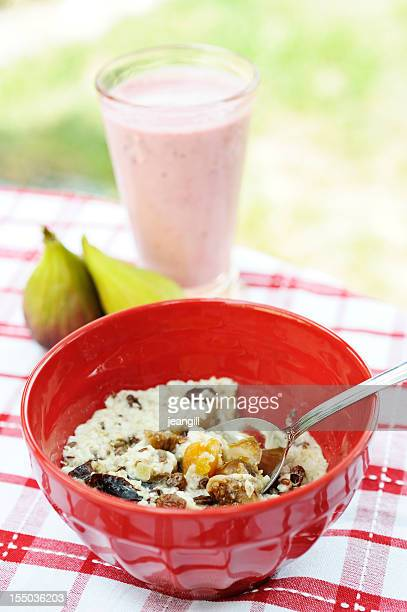 Hot oat cereal with smoothie