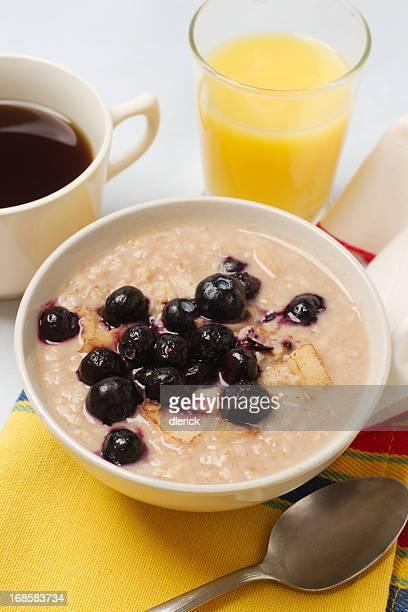 Desayuno con opciones frías y calientes, Cereall de avena con frutas