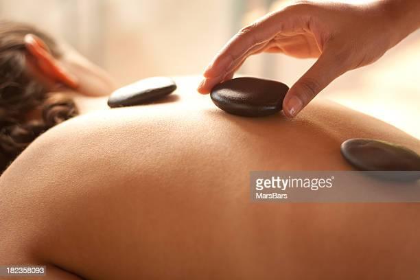 Massagem tratamento pedra quente