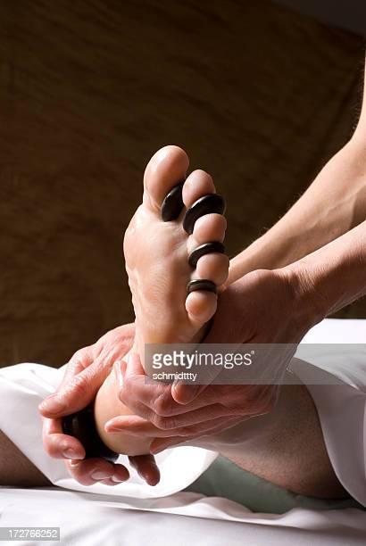 Un Massage de réflexologie des pieds aux pierres chaudes II