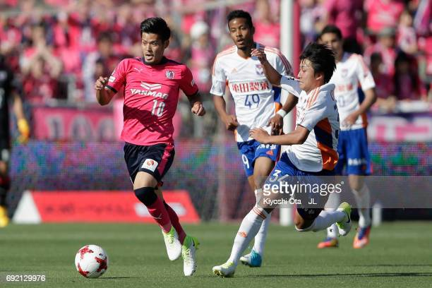Hotaru Yamaguchi of Cerezo Osaka and Teruki Hara of Albirex Niigata compete for the ball during the JLeague J1 match between Cerezo Osaka and Albirex...