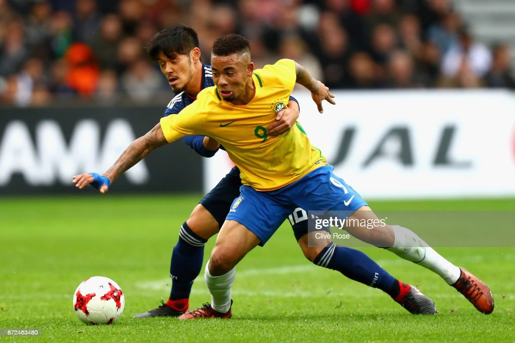 Hotaru Yamaguchi of Japan and Gabriel Jesus of Brazil battle for possession during the international friendly match between Brazil and Japan at Stade Pierre-Mauroy on November 10, 2017 in Lille, France.