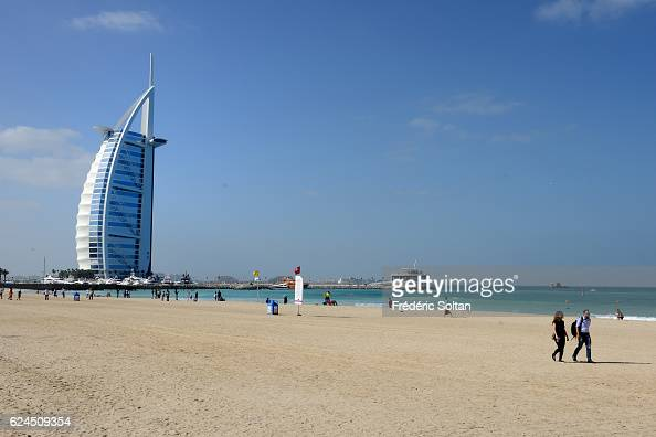 Burj photos et images de collection getty images for Top hotels in dubai 2016