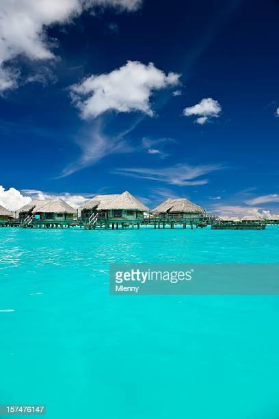 Las cabañas del Hotel en el paraíso de la laguna de Bora Bora