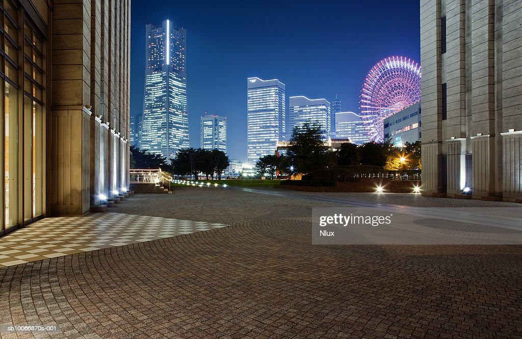 Hotel with big wheel at dusk : Stock Photo
