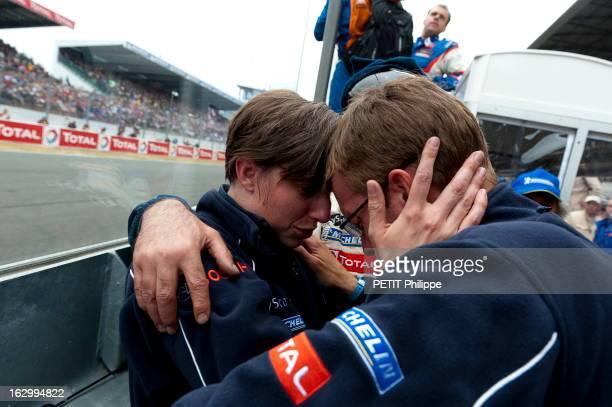 Peugeot Racing Team Les 24 heures du MANS vues a travers les yeux d'Audrey REPINGON 'nounou' des pilotes PEUGEOT dimanche 15 h la jeune femme en tête...
