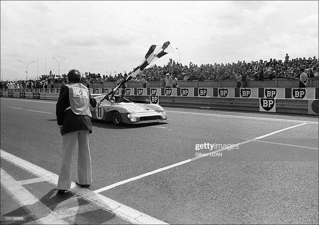 24 hours of Mans in Le Mans France on June 15 1975 Gulf Research Racing Co Gulf Mirage GR8 Ford Cosworth DFV Derek Bell Jacky Ickx the winners