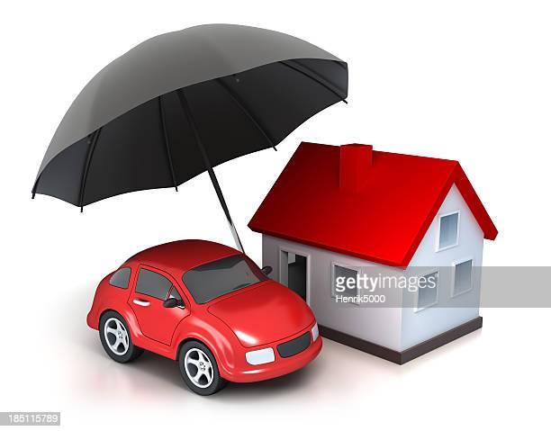 Haus und Auto unter Sonnenschirm-isoliert mit clipping path