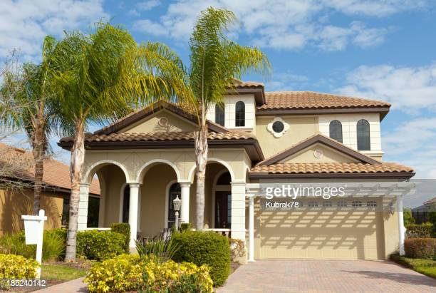 House for sale in Florida with palm trees