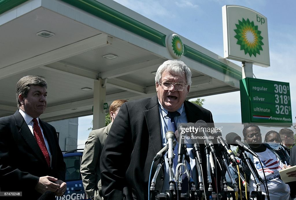 Dennis Hastert Holds News Conference On Gas Prices