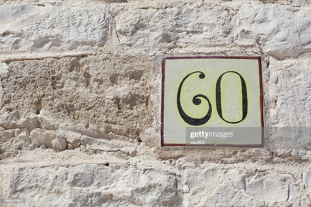 Numero civico sessanta come quadrati con piastrelle foto stock